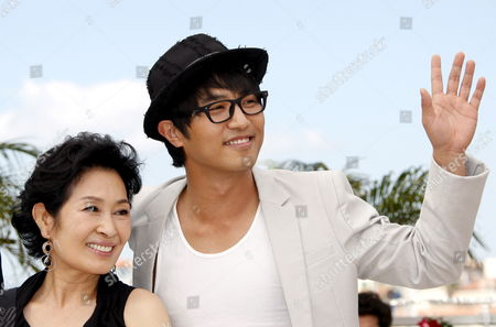 Korean Actors Jin Goo (r) and Kim Hye-ja Attend a Photocall For the South Korean Film 'Mother' by Bong Joon-ho Running in the 'Un Certain Regard Category' During the 62nd Edition of the Cannes Film Festival in Cannes France 16 May 2009