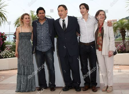 L-r Us Actress Alison Lohman Dileep Rao Us Director Sam Raimi Us Actor Justin Long and Lorna Raver Attend a Photocall For the Film 'Drag Me to Hell' in the 62nd Edition of the Cannes Film Festival in Cannes France 21 May 2009