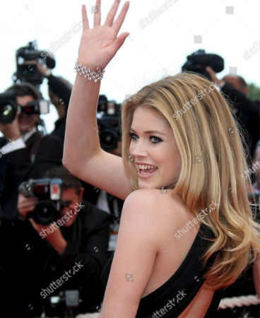 Model Doutzen Kroes Arrives For the Film 'Vengeance' by Johnny to Running in Competition During the 62nd Edition of the Cannes Film Festival in Cannes France 17 May 2009
