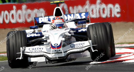 Polish Formula One Driver Robert Kubica of Bmw Sauber Steers His Car Through a Curve During the Third Practise Session at the Magny Cours Race Track Near Nevers in France On 21 June 2008 the French Grand Prix Will Be Held On 22 June 2008 Foto: Guillaume Horcajuelo