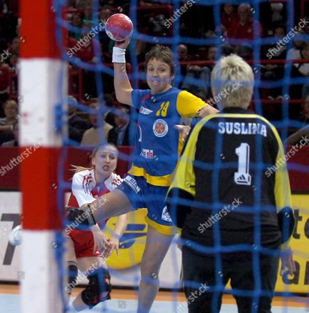 Romania's Valeria Bese (c) Attempts to Score Against Russia's Inna Suslina During Their Women's Handball World Championship Semi Finals Match in Paris France 15 December 2007