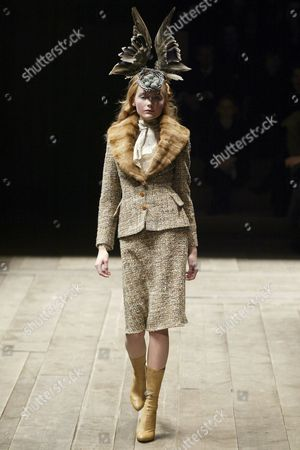 Ukrainian Model Snejana Onopka Presents a Creation of British Designer Alexander Mcqueen As Part of the Fall / Winter 2006 Ready to Wear Collections Presented During the Paris Fashion Week in Paris Friday 03 March 2006