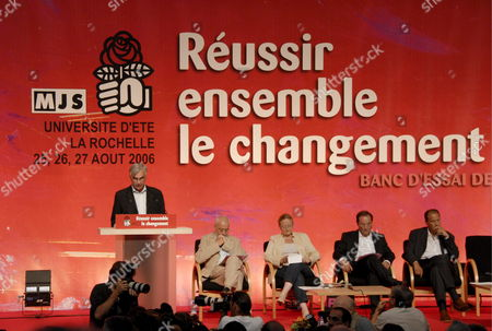 La Rochelle Mayor Maxime Bono Opens the Final Session of the Socialist Party Summer University in La Rochelle France Sunday 27 August 2006 While First Secretray Francois Hollande (2nd R) Goes Trough His Speech Notes