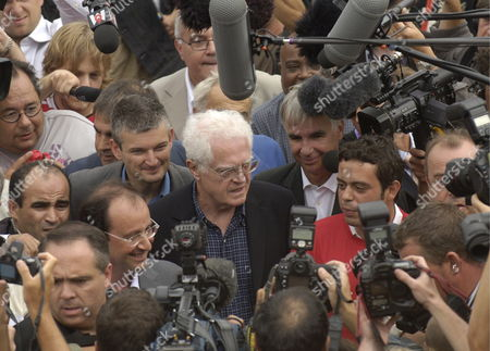 French Socialist Party Member and Former Pm Lionel Jospin (c) Arrives to the Espace Encan Surrounded From L to R by Socialist Party Leader Francois Hollande Regional Secretary Olivier Falorni Lt Mayor of La Rochelle Maxime Bono and the President of the Socialist Youth Razzye Hammadi to Speak Before an Audience of Young Socialists During the Second Day of the Socialist Party Summer University in La Rochelle France Saturday 26 August 2006 Mr Jospin Who Was the Socialist Party Presidential Candidate in 2002 Has not Declared Yet His Will to Be Presidential Candidate For the Socialist Party For the 2007 Elections
