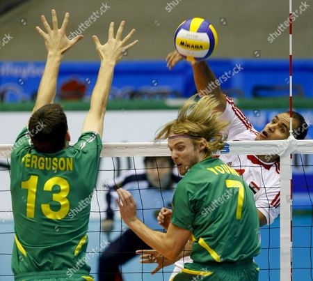 Australia's Matthew Young (c) Reacts As Egypt's Hamdy Awad (r) Spikes Against His Teammate David Ferguson (l) During the 4th Round Match of the 2007 Fivb Men's World Cup Volleyball Held at Metropolitan Komazawa Olympic Park in Tokyo Japan 02 December 2007