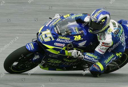 Spain's Sete Gibernau Powers His Honda Through a Turn During the Second Free Practice Session at the Malaysian Motogp in Sepang On Saturday 11 October 2003 Gibernau is Trailing Defending World Champion Valentino Rosi of Italy by 58 Points in the Motorcyle Grand Prix Championship Race As Riders Enter the Third From Last Fixture of the Season Epa/jonathan Drake