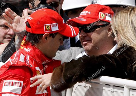Brazilian Formula One Driver Felipe Massa of Ferrari (l) Celebrates with His Wife Rafaela Bassi and His Father Luis Antonio (c) at Park Ferme After He Clocked the Fastest Time and Got the Pole Position at Qualifying Session in Istanbul Turkey On 10 May 2008 Massa Got Pole Hamilton Second and Kovalainen Third Position the Formula One Grand Prix of Turkey Will Take Place at the Istanbul Park Circuit On Sunday (11 05) Foto: Kerim Okten