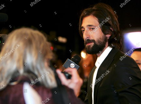 Us Actor Adrien Brody (r) Looks at His Mother Sylvia Plachy (l) As They Arrive On the Red Carpet at the Middle East International Film Festival 2008 in Abu Dhabi United Arab Emirates 10 October 2008 More Than 130 Films From 35 Countries Will Be Screened at the Second Middle East International Film Festival (meiff) Organised by the Abu Dhabi Authority For Culture and Heritage (adach) and Running From 10 to 19 October 2008