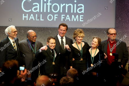 (l to R) Hall of Fame Inductees Us Jazz Musician Dave Brubeck Music Producer Quincy Jones Fitness Guru Jack Lalanne with California Governor Arnold Schwarzenegger and Us Actress Jane Fonda Chef and Restauranteur Alice Waters and Actor Jack Nicholson Pose For a Group Photo at the California Hall of Fame Ceremony in Sacramento California Usa 15 December 2007