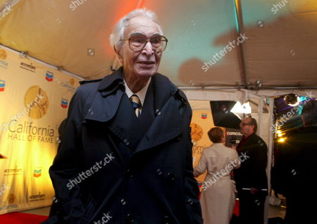 Us Jazz Musician Dave Brubeck Poses For Photos On the Red Carpet Before Heading Into the California Hall of Fame Ceremony in Sacramento California Usa 15 December 2007