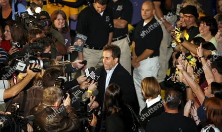 Us Actor Jerry Seinfeld (c) Arrives to Promote the Upcoming 'Bee Movie' of Steve Hickner and Simon J Smith at the Emagine Theatre in Novi Michigan Usa 01 October 2007 'Bee Movie' is a Computer-animated Film Starring the Voice of Seinfeld Who Also Was Co- Writer of the Script As Barry B Benson a Bee Who Wants More out of Life Than Simple Hive Work