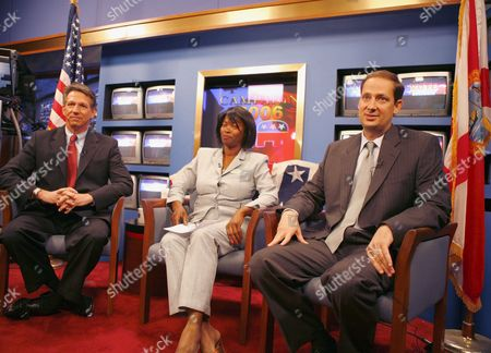 Congressional Republican Candidate Joe Negron (r) Democratic Candidate Tim Mahoney (l) and Independent Candidate Emmie Ross (c) Before the Start of the Debate Thursday 26 October 2006 the Congressional Race is For the 16th District in Florida Candidate Negron is Running On the Ticket in Place of Former Congressman Mark Foley Who Resigned at the End of September 2006 On Charges of Improper Activities with Congressional Pages