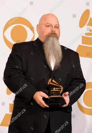 Us Recording Engineer Vance Powell Holds His Grammy Award For Best Engineered Album Non-classical 'Consolers Ofr the Lonely' at the 51th Annual Grammy Awards at the Staples Center in Los Angeles California Usa 08 February 2009