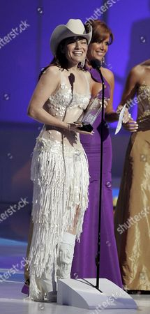 Latin Artist Diana Reyes Accepts Her Award at the 2006 Latin Billboard Award Show Produced and Broadcast by Telemundo Thursday 27 April 2006 at the Seminole Hard Rock Hotel and Casino in Hollywood Florida