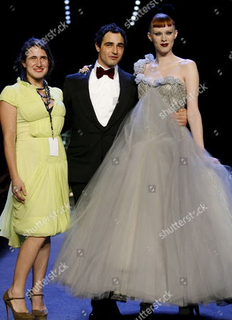 Susan Posen (l) Fashion Designer Zac Posen (c) and Super Model Karen Elson (r) Pose On the Runway at the Conclusion of the Zac Posen Collection Show During the 2008 Fall Mercedes-benz Fashion Week in New York Usa 07 February 2008