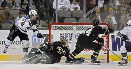 San Jose Sharks Players Jeremy Roenick (l) and Torrey Mitchell (r) Score a Goal Against Dallas Stars Players Stu Barnes (cr) and Goalie Marty Turco (cl) in the First Period at the American Airlines Center in Dallas Texas Usa Wednesday 14 November 2007 United States Dallas