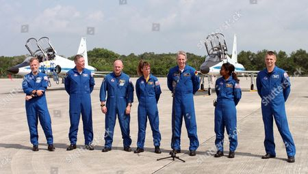 The Sts-121 Nasa Flight Crew Arrived at Kennedy Space Center (ksc) Cape Canaveral Florida Tuesday 27 June 2006 European Space Agency (esa) Astronaut Thomas Reiter of Germany Talks to the Media Mission Specialist Piers J Sellers ( R) Stephanie D Wilson (2rdr) Commander Steven W Lindsey (far L) Mission Specialists Michael E Fossum (2nd L) Pilot Mark E Kelly (2nd L) and Mission Specialists Lisa M Nowak (4rd L) Look On After Landing at Ksc Launch of Space Shuttle Discovery is Scheduled For Saturday 01 July 2006 Reiter Will Remain in the International Space Station (iss) After Launch Bring the Crew at the Iss Up to 3