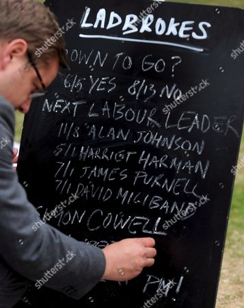 A Ladbrooks Betting Board Gives the Odds On Who Will Be the Next British Prime Minister Outside the Houses of Parliament in London Britain 05 June 2009 Transport Secretary Geoff Hoon Has Become the Third Cabinet Minister to Walk out of Government in the Past Day His Departure Follows John Hutton Who Quit As Defence Secretary and James Purnell Who Resigned As Work and Pensions Secretary On Thursday
