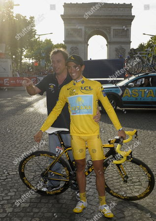 Astana Team Rider Alberto Contador (r) of Spain and Astana Team Director Johan Bruyneel of Belgium Pose For the Photographer After Winning the 96th Tour De France Cycling Race in Paris France 26 July 2009 France Paris