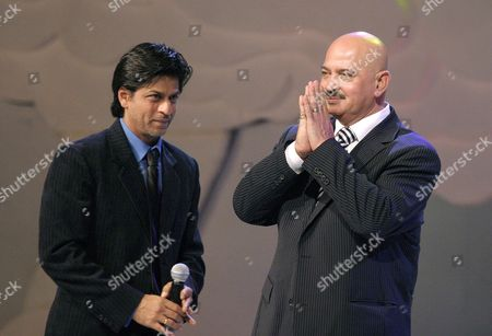 Indian Film Director Rakesh Roshan (r) Greets the Crowd While Shah Rukh Khan (l) Looks During the Award Presentation of the Award For Outstanding Contribution to Indian Cinema at the Global Indian Film Awards (gifa) in Kuala Lumpur Malaysia Sunday 10 December 2006 More Than 250 Indian Celebrities and Artists Attended the Ceremony to Celebrate the Most Prestigious Awards Show Endorsed by Tne Indian Film Glitterati