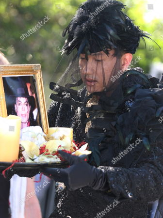 Bobby Trendy Drops Off Candles and a Photo to the Memorial in Memory of Michael Jackson at the Jackson Estate in Los Angeles California Usa 6 July 2009 Us Pop Star Michael Jackson Died of a Heart Attack On 25 June 2009 at the Age of 50
