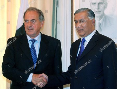 Pakistani Prime Minister Shaukat Aziz (r) Shakes Hands with Britain's Foreign Office Minister Kim Howells in Islamabad On Thursday 07 September 2006