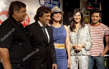 The Cast of the Movie 'Do Knot Disturb' - (l-r) Indian Director David Dhawan and Indian Actors Govinda Lara Dutta Sushmita Sen Riteish Deshmukh - Stand For a Photo Opportunity at a Launch Press Conference On the Second Day of the of the Iifa (international Indian Film Academy) Awards Weekend at the Venetian Casino Resort in Macau China 12 June 2009 the Iifa Awards Are Often Referred to As the Bollywood Oscars Celebrating the International Nature of Indian Cinema This Marks the 10th Year of the Awards Which Are Held in a Different Country Each Year