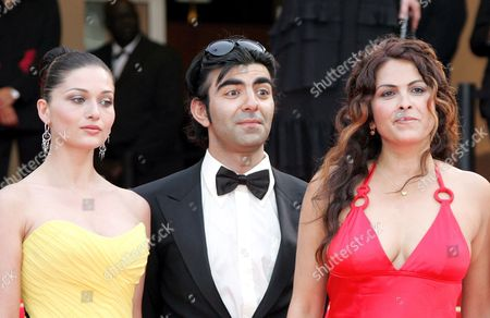 (l-r) Turkish Actress Nurgul Yesilcay Turkish Director Fatih Akin Turkish Actress Nursel Kose Arrive For a Gala Screening of Turkish Director Fatih Akin's Film 'The Edge of Heaven' ('auf Der Anderen Seite') Running in Competition at the 60th Cannes Film Festival 23 May 2007 in Cannes France
