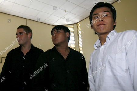 Australian Matthew Norman (l) Tan Duc Thanh Nguyen (c) and Si Yi Chen (r) Three of Six Australian Members of the 'Bali Nine' Wait Inside a Courtroom During Their Judicial Review Trial at Denpasar District Court in Bali Indonesia On 02 May 2007 Lawyers Are Arguing That Indonesia's Supreme Court Was Wrong When It Upgraded Their Sentences From 20 Years' Jail to the Death Penalty