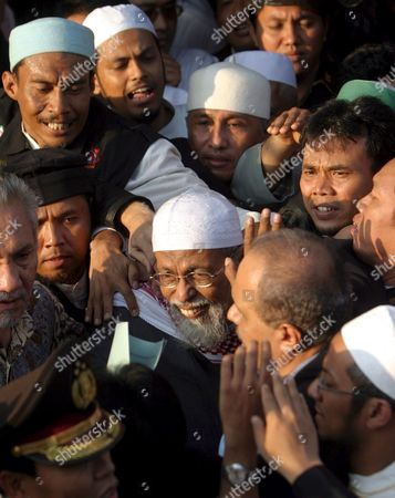 Indonesian Muslim Militant Cleric Abu Bakar Baasyir (c) Smiles As He is Escorted by His Supporters Outside the Cipinang Jail in Jakarta Indonesia On Wednesday 14 June 2006 the Aging Preacher Walked Free After He Completed a 26-month Sentence Arising out of the 2002 Bali Bombings Which Left at Least 202 People Dead Most of the Bali Victims Were Foreign Tourists