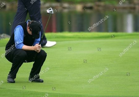 Editorial image of Jj Henry Reacts After Missing a Putt - 23 Sep 2006
