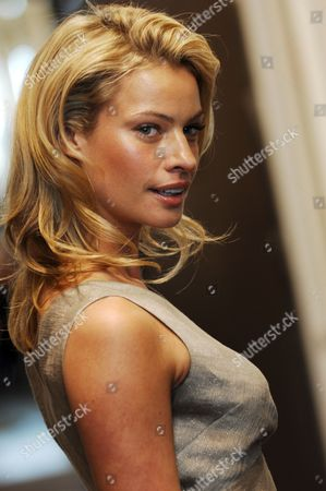 Australian Supermodel Kristy Hinze Poses For Photographers During a Promotional Lunch For Sportscraft in Sydney Australia 18 September 2007 Hinze Has Been Named As the Face of the Australian Fashion Label Sportscraft