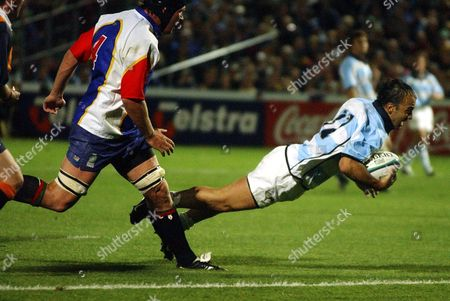Editorial picture of Scoring a Try - Oct 2003