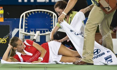Gisela Dulko For Argentina Receives Treatment During Her Match Against Tatiana Golovin For France in the Womens Sinlges Match of the Hopman Cup in Perth Sunday Dec 30 2007 France Won the Match 6-4 6-3