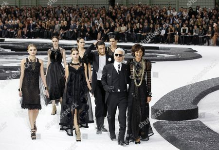 British Model Lily Donaldson (l) Canadian Model Coco Rocha (2l) Danish Model Freja Beha (4-l) British Model Stella Tennant (3-r) and German Designer Karl Lagerfeld (2-r) Appear with French Former Top Model Ines De La Fressange (r) and Models During His Chanel Fashion Show As Part of the Ready-to-wear Spring/summer 2011 Collection During the Fashion Week in Paris France 05 October 2010 the Fashion Week Runs From 28 September to 06 October 2010 France Paris
