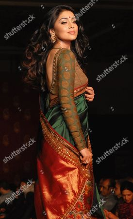 Indian Actress Shriya Saran Presents a Creation by Indian Designer Sabyasachi Mukherjee During a Fashion Show Ahead of the Handloom Week Celebrations in Chennai India 17 December 2010 Handloom Week Celebrations Will Take Place All Over India From 21 to 27 December India Chennai