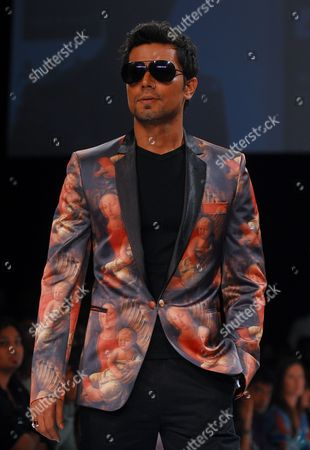 Indian Bollywood Actor Randeep Hooda Takes to the Catwalk Wearing Creation Designed by Indian Designer Rajat Tangri at the Lakme Fashion Week Summer/resort 2011 in Mumbai India 13 March 2011 Some 79 Designers Will Showcase Their Collections at the Lfw Summer/resort 2010 Running Until 15 March India Mumbai
