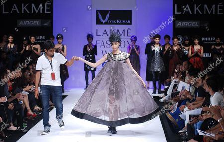 A Model Presents a Creation by Indian Fashion Designer Vivek Kumar (r) at the Lakme Fashion Week Winter/festive 2010 in Mumbai India 20 September 2010 Some 74 Designers Will Showcase Their Collections at the Fashion Event Running From 17 to 21 September India Mumbai