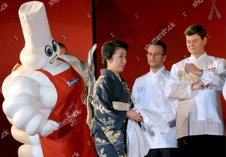 Keiko Mita (3-r) Owner of Hamadaya Restaurant in Tokyo Joins Chefs Harald Wohlfahrt of Germany's Schwarzwaldstube Restaurant (r) and Alain Roux (2-r) of England's Waterside Inn and Some 35 Other Chefs and Restaurant Proprietors From Around the Globe Who Have Been Awarded 3-star Ratings From Michelin Guide During a Ceremony to Launch the New 'Michelin Guide Tokyo 2008' in Tokyo Japan On 19 November 2007 the Tokyo Guide -- Michelin Guide's First Forray Into Asia Since It Was First Published in France in 1900 -- Lists 28 Hotels and 150 Restaurants in the Japanese Capital Eight of Which Have Been Awarded the Guide's Highest Rating of 3 Stars at 191 the Total Number of Starts Awarded is the Highest in the World Making Tokyo the World Leader in Gourmet Dining Michelin Officials Said Eight Restaurants in Tokyo Were Awarded the 3-star Rank