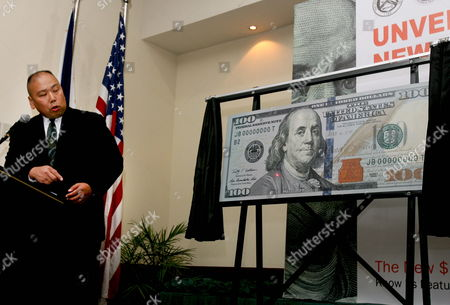 Us Security Spokesman William Chan U S Secret Service (r) Explains New Security Features For the U S $100 Note During the Unveiling at the Intercon Hotel in Makati City Suburban Manila Philippines on 26 April 2010 the Ceremony Follows the Unveiling Event Held in Washington D C Complete with Advanced Technology to Combat Counterfeiting the New Design For the $100 Note Retains the Traditional Look of U S Currency the Unveiling Marks the Beginning of a Global Public Education Program with the Philippines Identified As One of the Key Countries where It Will Be Implemented with Millions of Filipinos Overseas It is of Utmost Importance to Educate Them and Their Families About the New Design and How to Detect Counterfeits Philippines Mnl