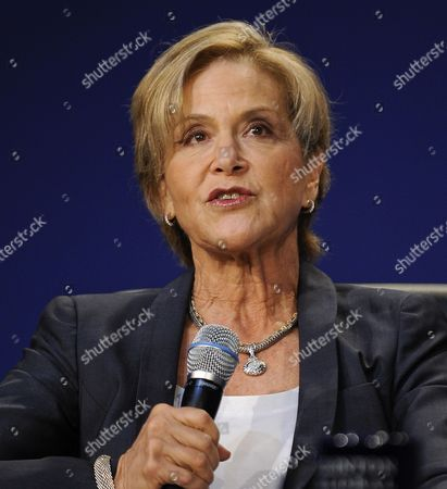 Rockefeller Foundation President Judith Rodin Moderates a Panel Discussion at the Fourth Plenary Session of the Clinton Global Initiative's Cgi America on Retrofitting Existing Buildings to Make Them Energy Efficient and the Jobs Produced in the Process in the Us at the Sheraton Hotel in Chicago Illinois Usa on 30 June 2011 Cgi America Brings Together Leaders From Government and Business to Address Current Obstacles to Economic Growth and Protecting the Enviornment in Urban and Rural Areas United States Chicago