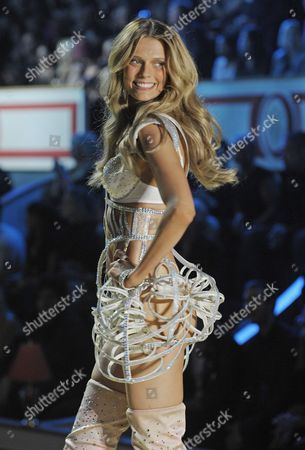 Brazilian Model Martha Streck Presents a Creation During the 2010 Victoria's Secret Fashion Show at the Lexington Armory in New York City Usa 10 November 2010 United States New York