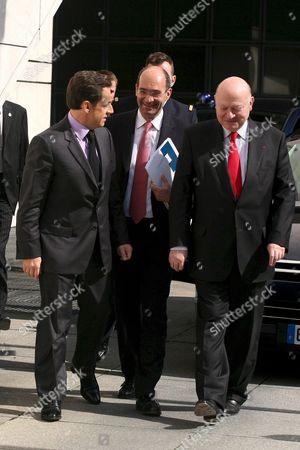 French Budget Minister Eric Woerth (c) and Andre Santini Mayor of Issy-les-moulineaux (r) Welcome French President Nicolas Sarkozy (l) at the Finance Ministry of Bercy to Officialy Announce the New Budget and Public Financial Plan in Paris France 04 April 2008