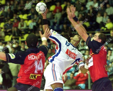 Zagreb Croatia: Jackson Richardson (c) of France is Challenged by Juan Marquez Perez (l) and Talant Dujshebaev (r) of Spain During Their European Handball Championship Match For the Third Place in Zagreb Sunday 30 January 2000