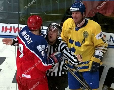 St Petersburg Russian Federation : a Referee (c) Separates Swedens Peter Andersson (r) From Russias Alexei Kudashov (l) During Their Second Round Match at the Ice Hockey World Championship in St Petersburg Tuesday 09 May 2000 (electronic Image)