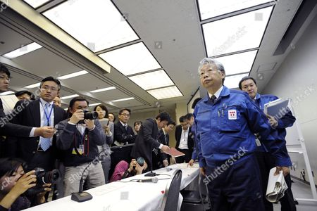 Stock Image of Tokyo Electric Power Co (tepco) Executive Vice-president Takashi Fujimoto (r) is Surrounded by Journalists After Attending to a News Conference at the Company Headquarters in Tokyo Japan 05 April 2011 Shares of Tepco Continued to Drop After the Company Started to Dump Radioactive Water Into the Sea From Its Quake-hit Fukushima Daiichi Nuclear Plant Tepco Stock Fell to Mark Its Lowest Price in 59 Years After Concerns Over Compensation Payments the Firm Will Face For Damages Japan Tokyo