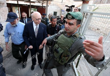 Hamas Member of the Palestinian Legislative Council (plc) Walks with Jewish British Mp Gerald Kaufman As They Walk Past Israeli Border Police Guards Standing at the Entrance of the Abraham Mosque Or the Tomb of the Patriarch a Holy Site to Both Muslims and Jews in the West Bank City of Hebron 01 November 2010 where They Visited the Haram Al-ibrahimi Mosque and the Old Town - Hebron