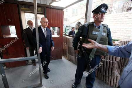 Hamas Member Azziz Dweik (l) of the Palestinian Legislative Council (plc) Walks with Jewish British Mp Gerald Kaufman (2-l) As They Walk Past Israeli Border Police Guards Standing at the Entrance of the Abraham Mosque Or the Tomb of the Patriarch a Holy Site to Both Muslims and Jews in the West Bank City of Hebron 01 November 2010 - Hebron
