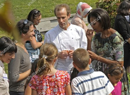 Us First Lady Michelle Obama (r) with Local School Children and Blue Hill Executive Chef Dan Barber (c) Taste Herbs Grown at Stone Barns Center in Westchester New York Usa 24 September 2010 Today's Visit is Part of the First Lady's Healthy Nutrition Program United States Westchester