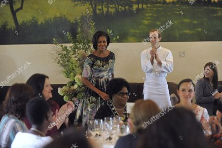 Us First Lady Michelle Obama (c) Attends a Luncheon with First Ladies From Around the World and Executive Chef of Blue Hill Dan Barber (r) at Stone Barns Center in Westchester New York Usa 24 September 2010 Today's Visit is Part of the First Lady's Healthy Nutrition Program United States Westchester